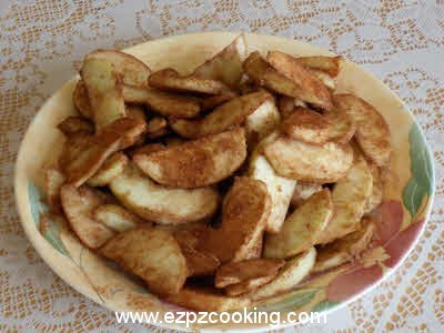 Mix sliced apples, cinnamon and 5 tbsp sugar