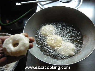 Shaping and frying vada