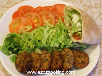 Tomatoes, lettuce, patties and falafel