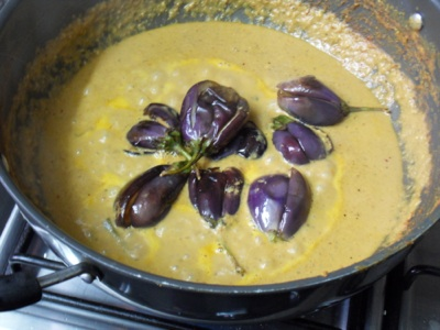 Gently place all the eggplants in gravy