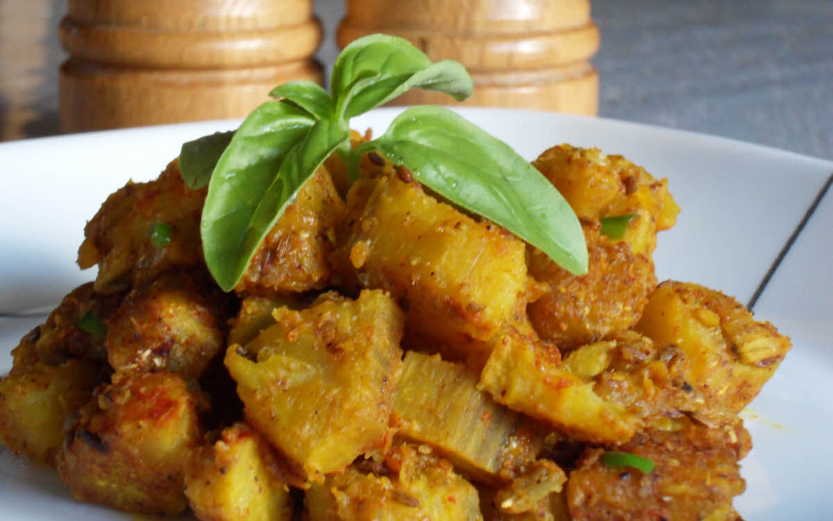 Kachcha Kela (Plantain Vegetable)