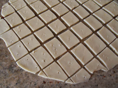 Cutting papri squares