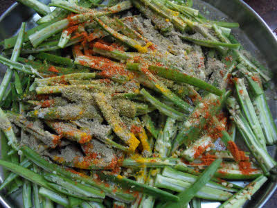 Mix besan with okra