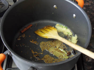 Frying fragrant spices