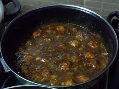 Added balls to the Vegetable Manchurian gravy