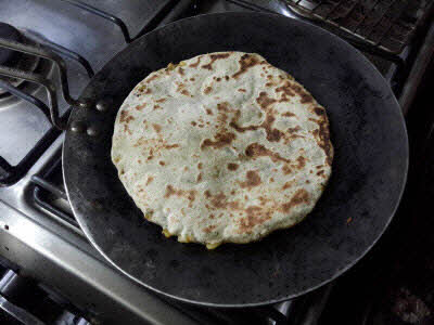 Cook methi parantha