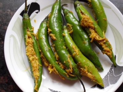 Chillies stuffed with mango filling